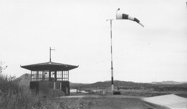 22_Nouméa-La Tontouta,1ère tour de contrôle dans les années 1940. ANC 1_Num_5-062