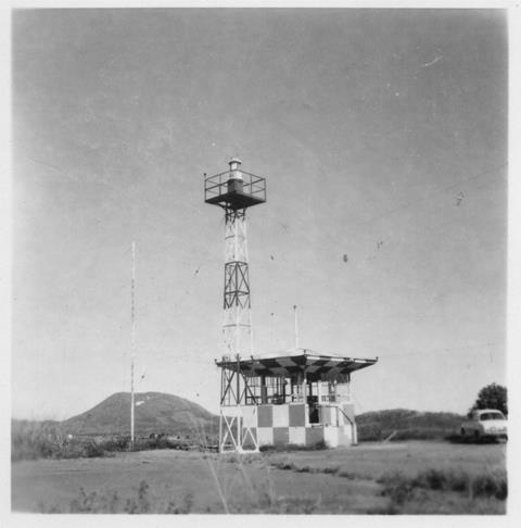24_Nouméa-La Tontouta, la tour de contrôle dans les années 1950. ANC 1_Num_5-183_600000