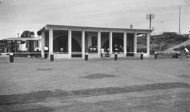 27_Nouméa-La Tontouta, aérogare et aire de stationnement, 1948-56. ANC 1_Num_5-029