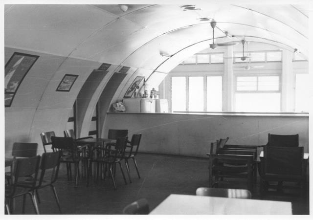 28_Nouméa-La Tontouta, aérogare, hall public hors douane, 1948-56. ANC 1_Num_5-171_581200