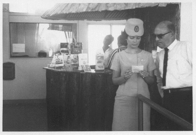 31_Nouméa-La Tontouta, dans l'aérogare,1948-56. ANC 1_Num-5_227_650000